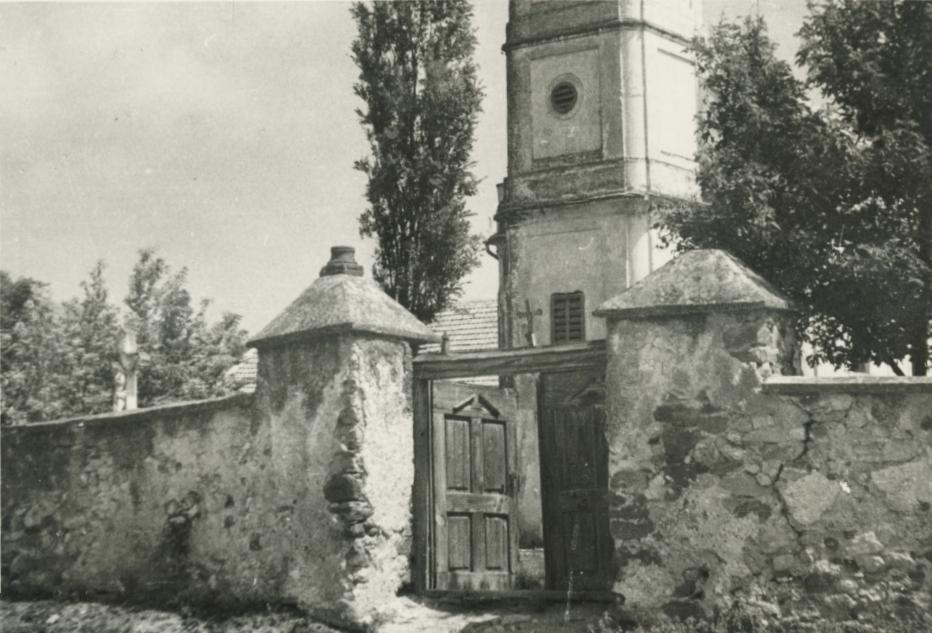A köveskáli római katolikus templom egykori kapuja