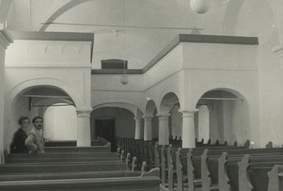 A mencshelyi evangélikus templom belseje a karzattal