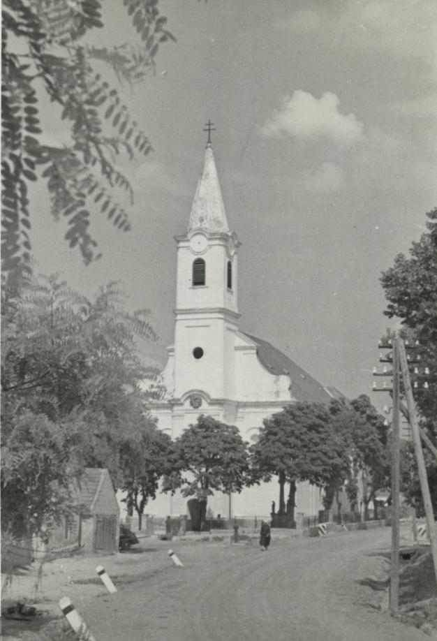 A monostorapáti római katolikus templom