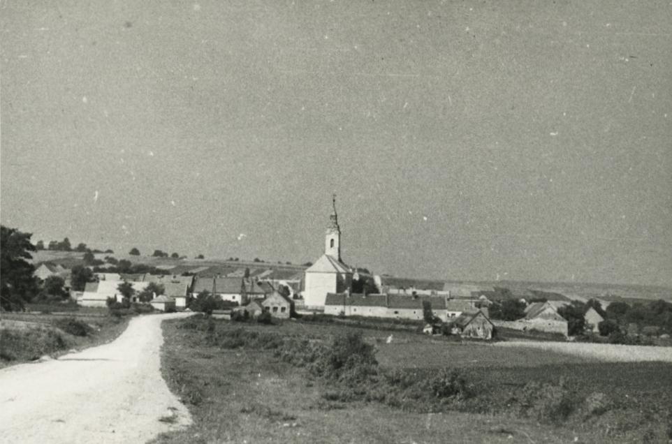 Barnag látképe a római katolikus templommal