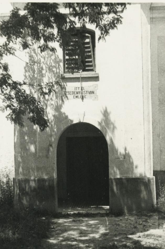 Az alsódörgicsei evangélikus templom főbejárata