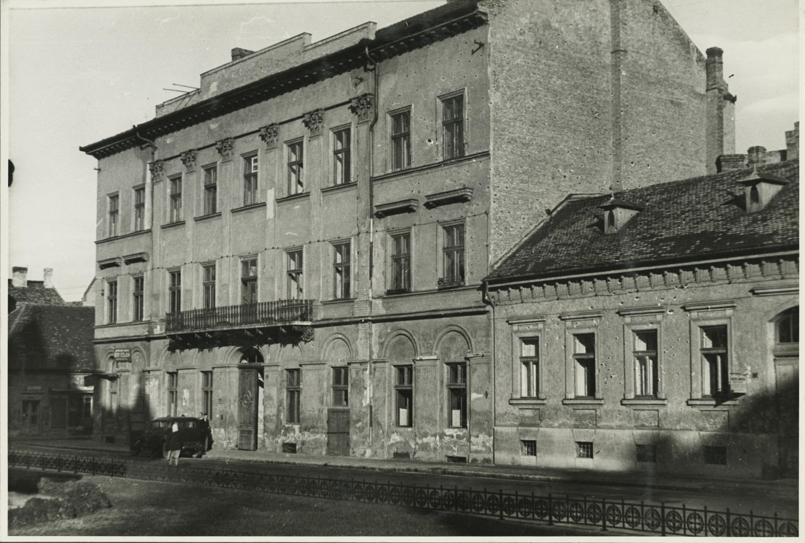 A szegedi Apponyi Albert (ma Oskola) utca 20. számú saroképület Dóm téri homlokzata