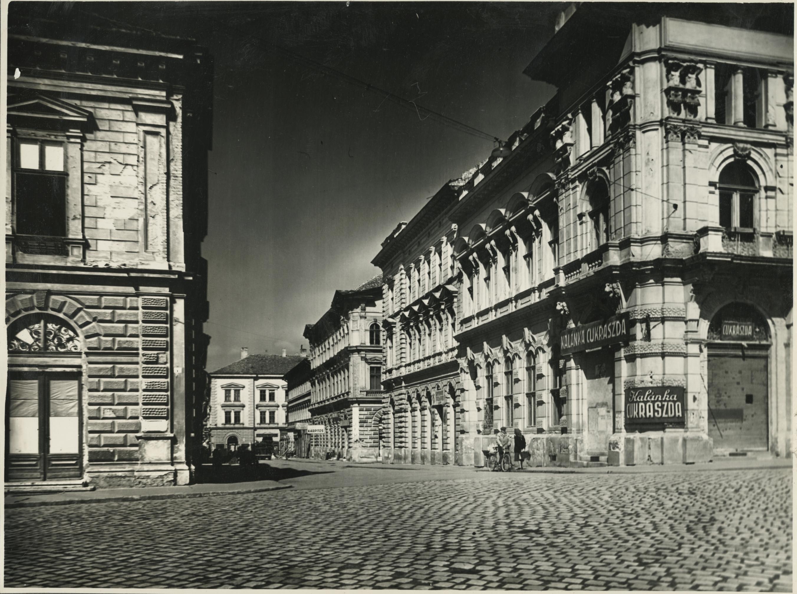 A szegedi Aradi utca északi oldala