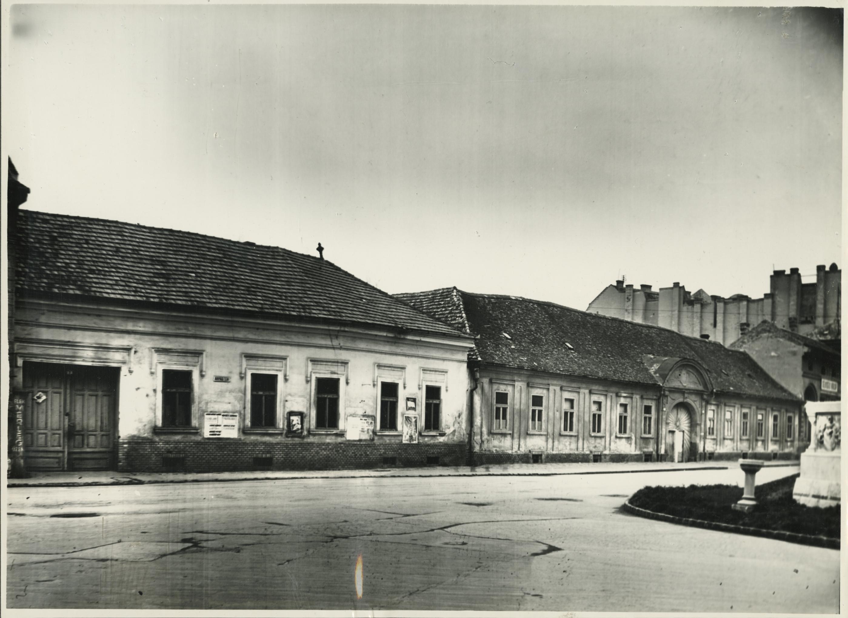 A szegedi Árpád tér 3. és 4-5. számú lakóházak