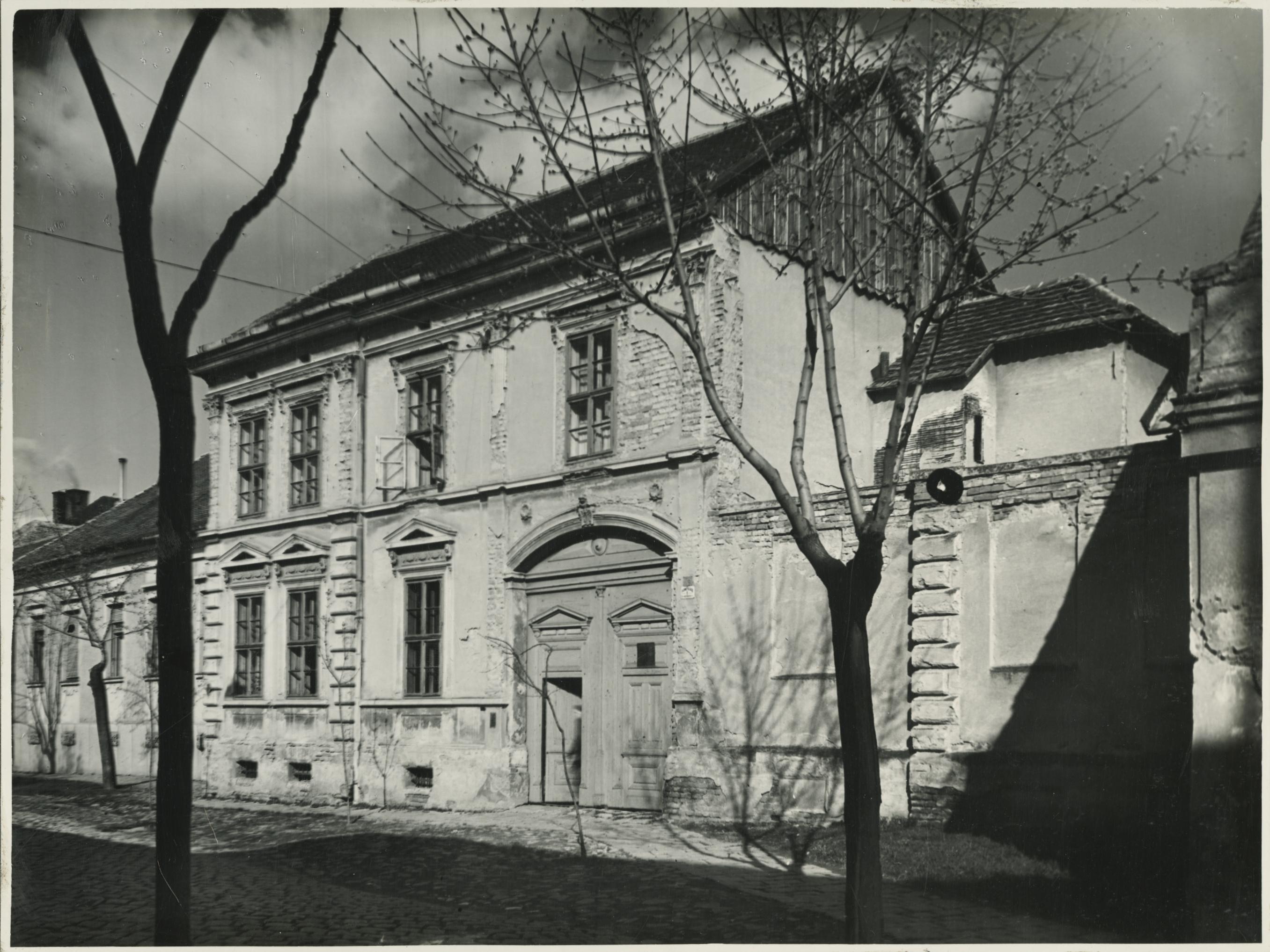 A szegedi Dugonics utca 19. lakóháza