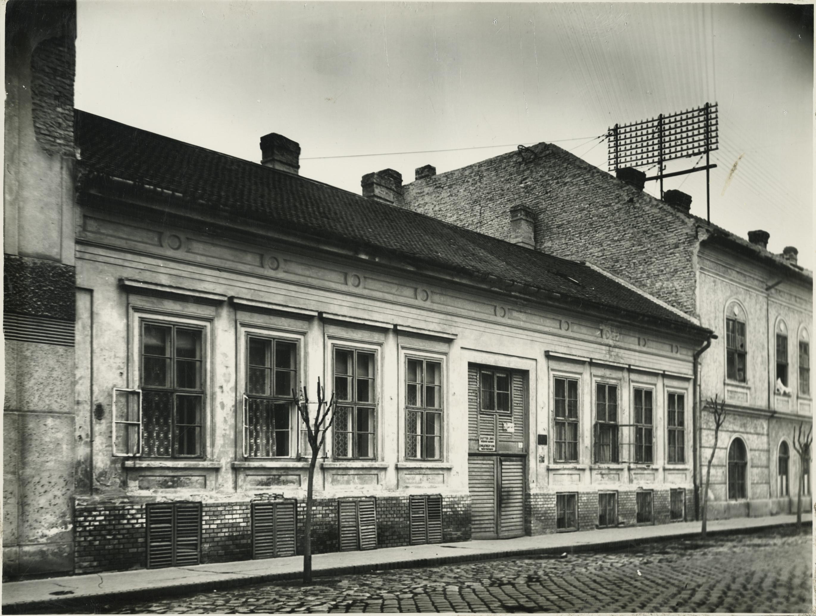 A szegedi Gutenberg utca 8. lakóháza