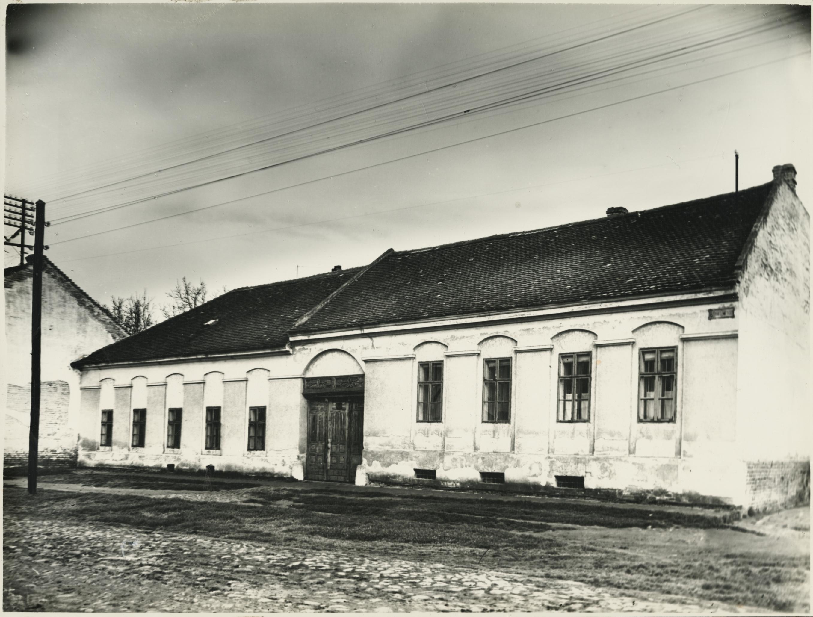 A szegedi Kis-Tisza utca 8. lakóháza