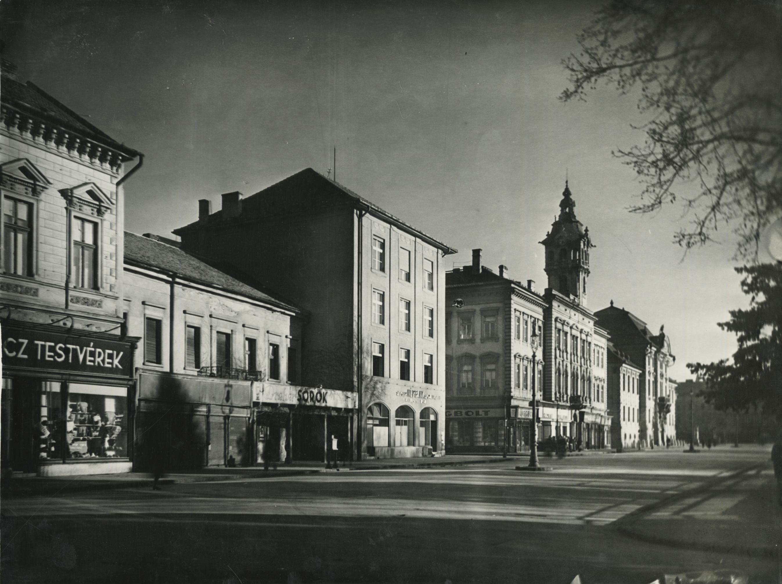 A szegedi városháza nyugati oldala