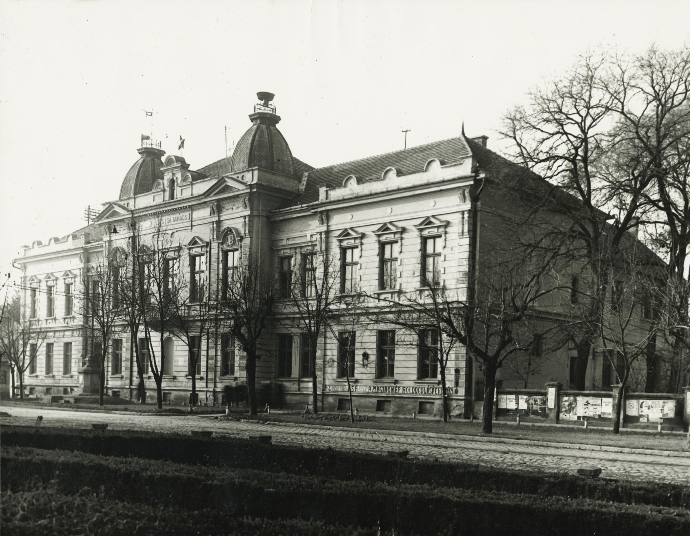A békési egykori községi tanácsház a Petőfi Sándor utcában