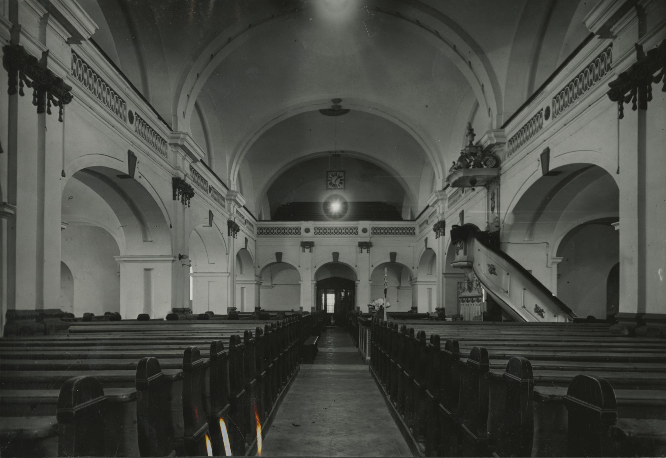 A békési református templom belső tere