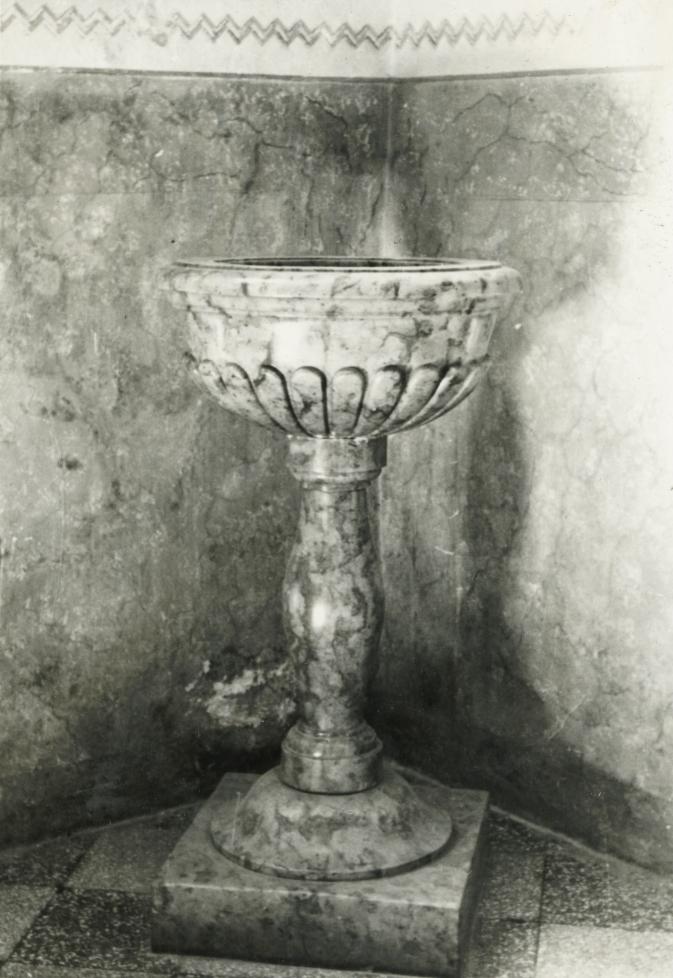 Balatonberényi Keresztelő Szent János-templom, reneszánsz keresztelőkút