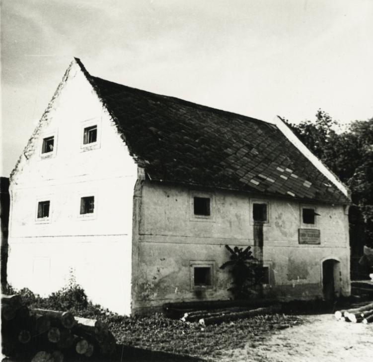 Balatonakali, magtár
