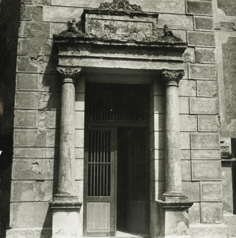Balatonederics, Keresztelő Szent János-templom kapuja