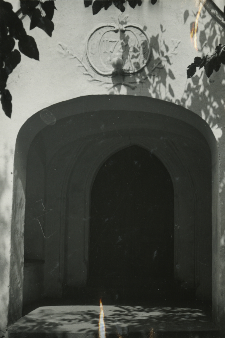 Alóörsi templomkapu