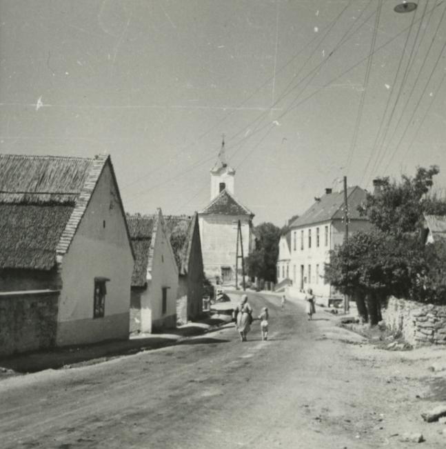 Balatonarács, Fő utca