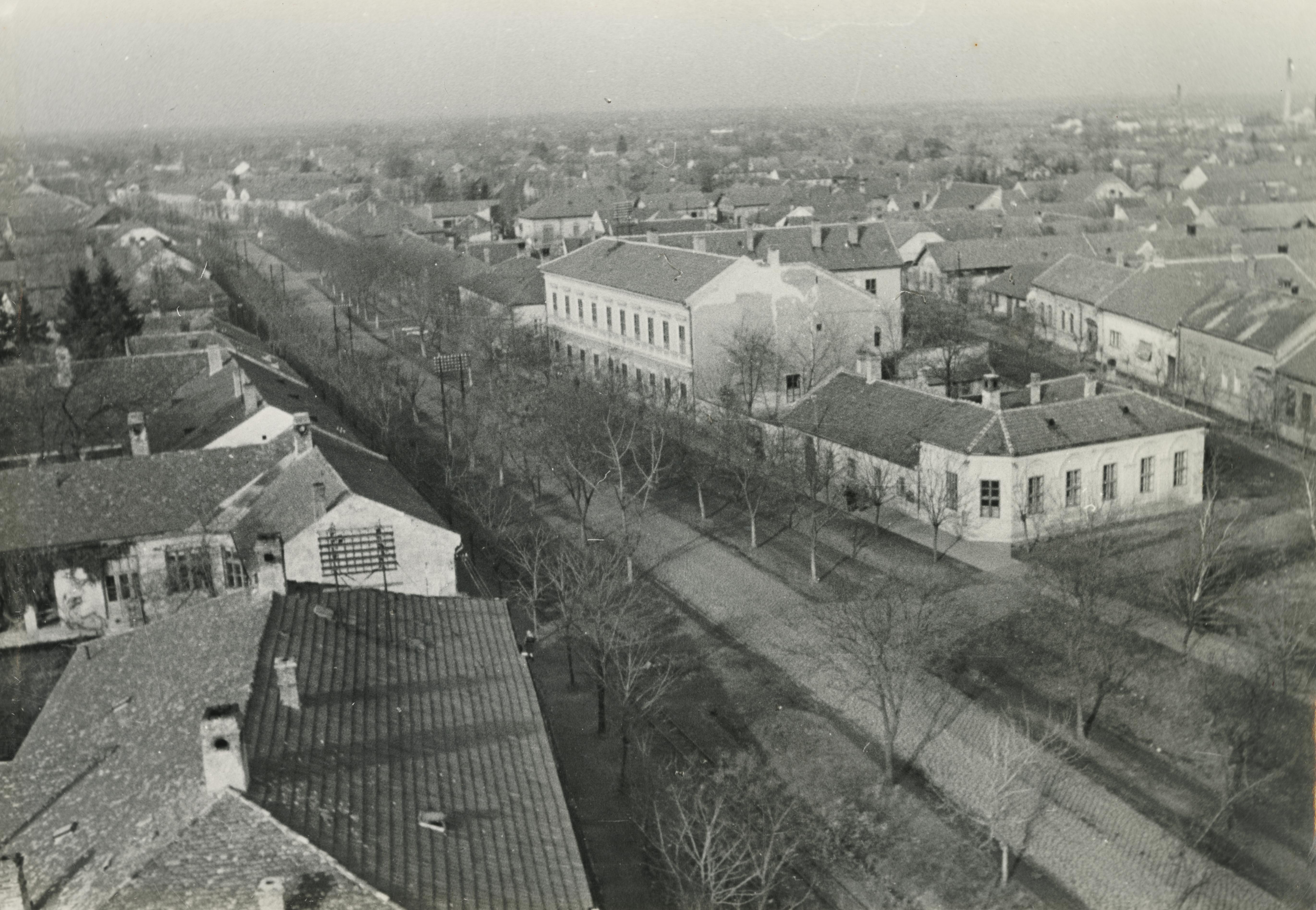 Békéscsaba látképe a Baross utcával