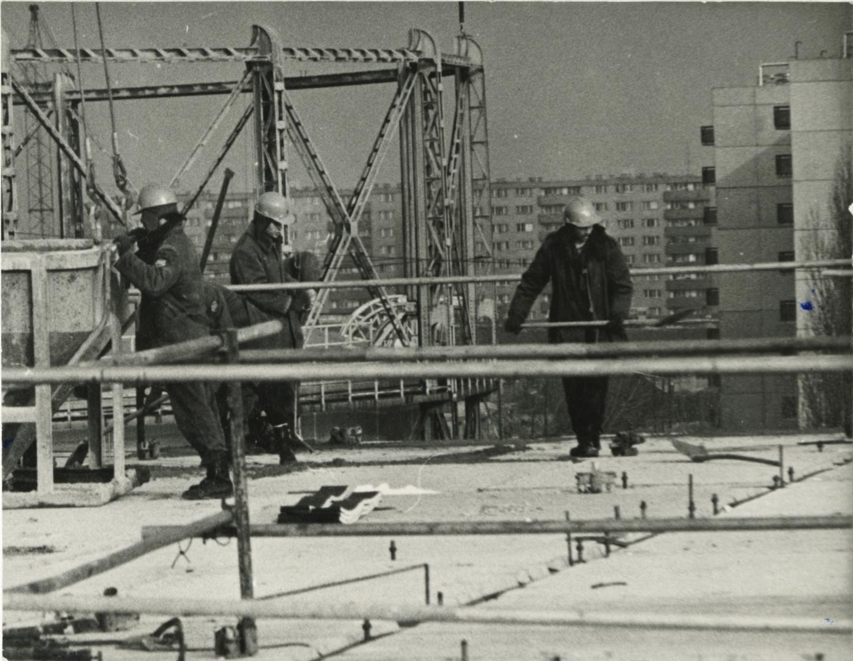A 43. sz. ÁÉV munkatársai a békásmegyeri építkezésen