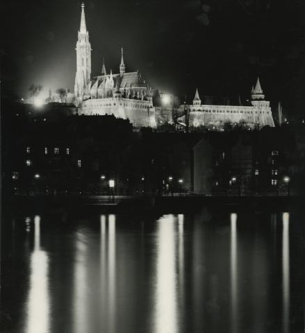A budavári Nagyboldogasszony-templom (Mátyás-templom) esti kivilágítása