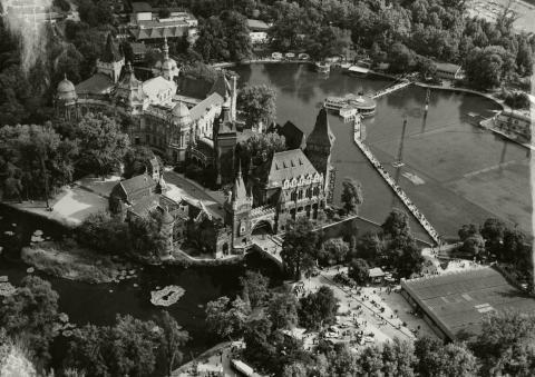 A Vajdahunyad-vár és a Városligeti-tó