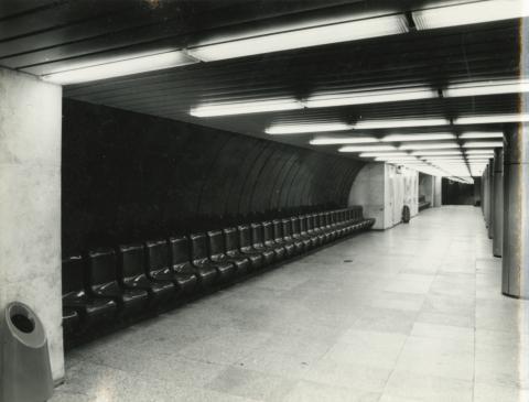 A Kálvin téri metróállomás peronja