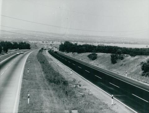 Az M7-es autópálya törökbálinti szakaszának látképe