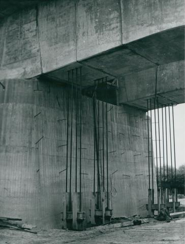 A köröstarcsai Kettős-Körös híd építése