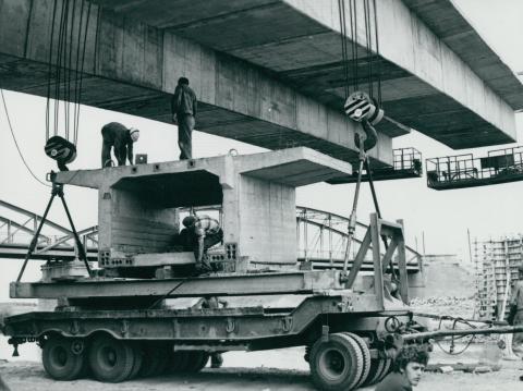 Vasbeton hídelem előkészítése a köröstarcsai Kettős-Körös híd építésénél