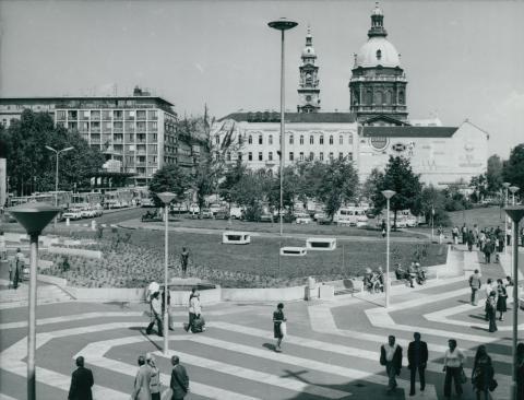 A metróépítés után megújult Deák Ferenc tér