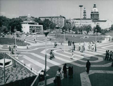 A megújult Deák Ferenc tér az ikonikus VOLÁN-állomással