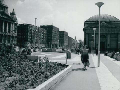 A Deák Ferenc tér az evangélikus templommal, a Madách-házakkal és Anker-palotával