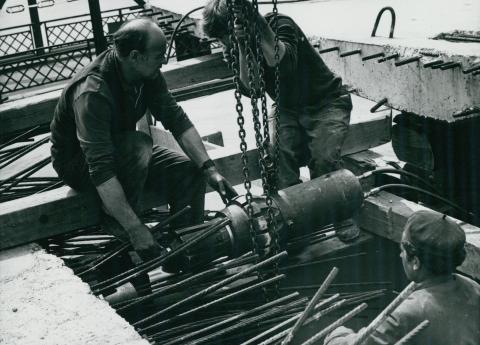 A tahitótfalui Tildy híd építése