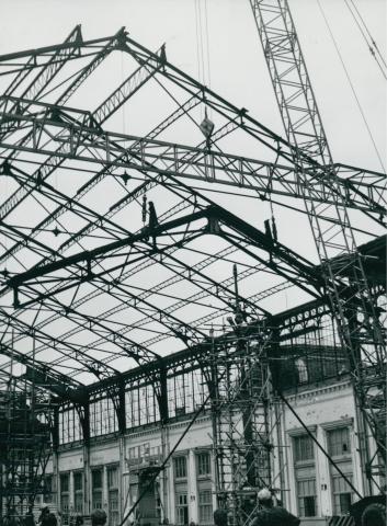 A Nyugati pályaudvar tetőszerkezetének acél főtartói és fióktartói