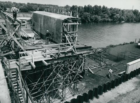 A felállványozott győri Széchenyi híd