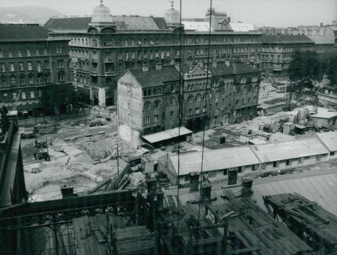 A későbbi buszmegálló területe a Nyugati téren