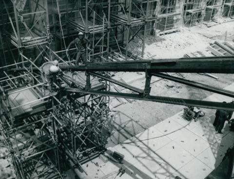A Nyugati pályaudvar tetőelemének leemelése