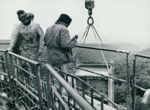 Betonozás a kékesi tévétorony építése közben