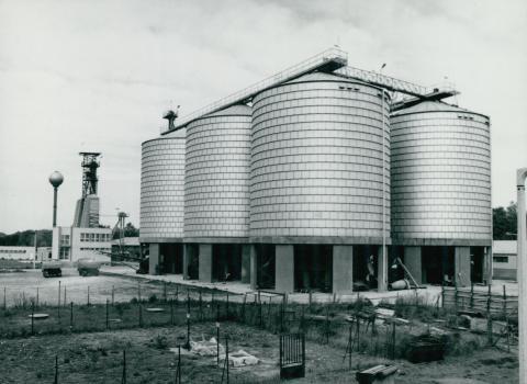 Az új paksi MÁV állomás silói