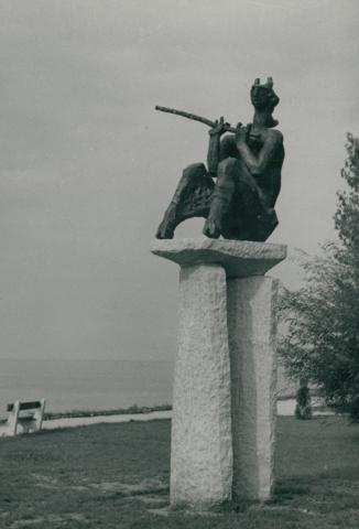 Kerényi Jenő Tihanyi legenda című szobra