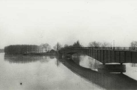 A tokaj–rakamazi közúti Tisza-híd