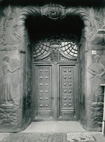 A Debreceni Első Takarékpénztár palotájának kapuja