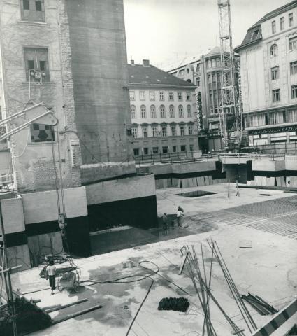 A Fontana Üzletház építése a Váci utcában