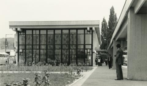 Ajkai buszpályaudvar épülete