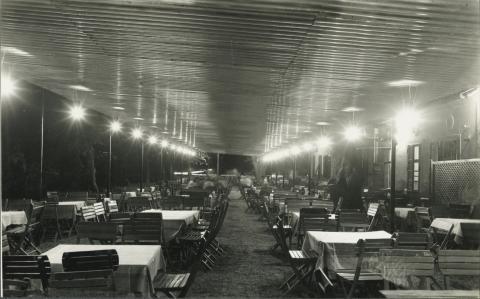 Badacsonyi étterem esti fényekben