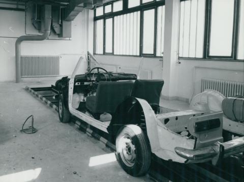 Autószerelő műhely a veszprémi ATI-ban (Autóközlekedési Tanintézet)