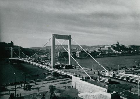 Az Erzsébet híd próbaterhelése