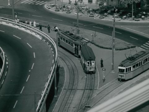 Villamospálya az Erzsébet híd budai hídfőjénél