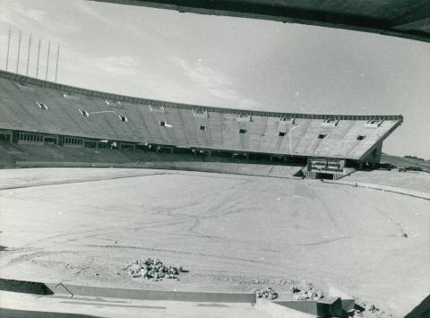 Az algíri Olimpiai Stadion építése