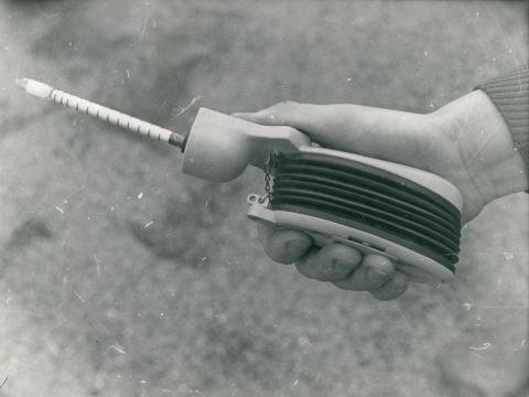 Levegőszennyezettség mérésére alkalmas pumpás műszer