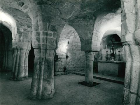 A feldebrői Szent Márton-templom altemploma és oltára