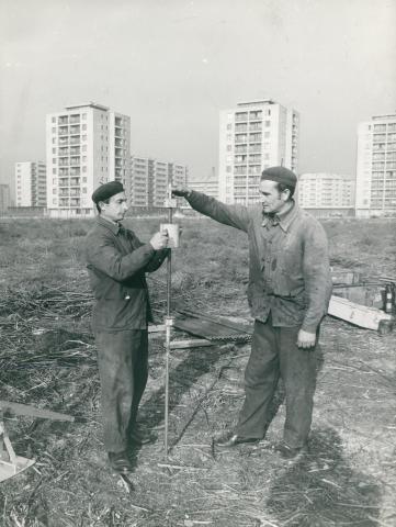 Dinamikus szonda használata háttérben a Lágymányosi lakótelep típusházaival